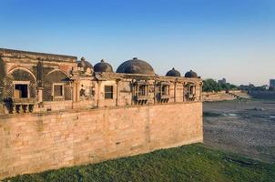 Moschea di Sarkhej Roza a Ahmedabad, in India foto