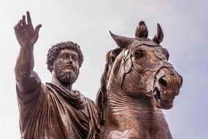 imperatore Marco Aurelio a cavallo foto