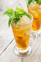 bicchiere di tè freddo alla pesca dolce foto