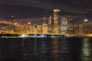 skyline di Chicago di notte foto