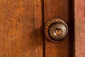 vecchia porta della stalla. foto