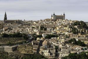 Alcazar, cattedrale e paesaggio urbano di toledo, spagna