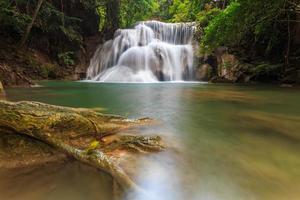 cascata huay mae khamin foto