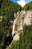 cascata regina del lago - adamello trento italia foto