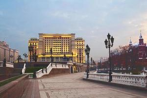Mosca. mattina nella piazza del maneggio. foto