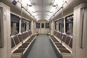 treno all'interno della macchina vuota foto