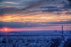 tramonto sopra Parigi foto