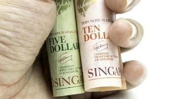banconote di carta dei contanti dei dollari di Singapore. valuta monetaria asiatica. foto