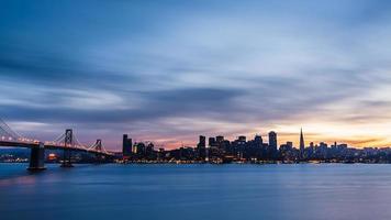 skyline di san francisco al tramonto foto