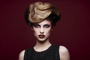 bellezza in stile closeup ritratto di una giovane donna foto