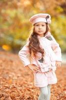 ragazza alla moda del bambino foto