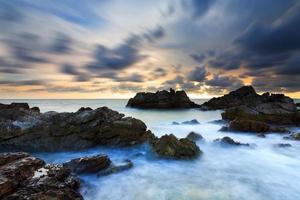tramonto del cloudscape di vista sul mare foto