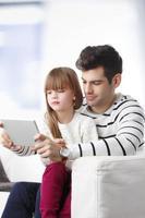giovane padre e sua figlia foto