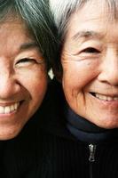 Mezzi ritratti di mamma e nonna foto