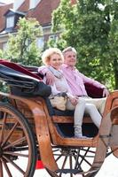 anziani in vacanza foto