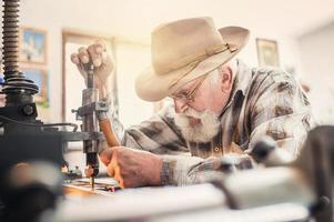 scultura di uomo anziano foto