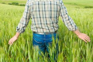 contadino in campo foto