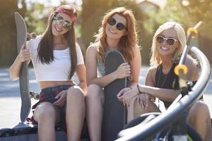 tre migliori amici che fanno attività foto