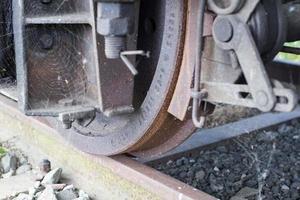 ruota del treno da vicino foto