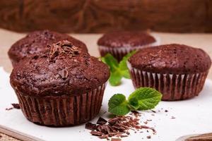 Primo piano di muffin al cioccolato