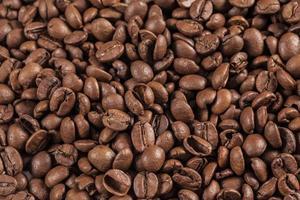 vicino chicchi di caffè foto