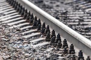 primo piano dei rivetti ferroviari foto
