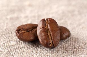 primo piano dei chicchi di caffè foto
