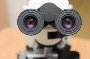 microscopio della medicina del primo piano foto