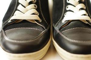 primo piano delle scarpe da tennis