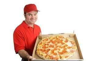 pizza ai peperoni consegnata foto
