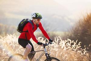 ciclista di mountain bike