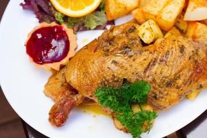 piatto nazionale polacco - anatra arrosto foto