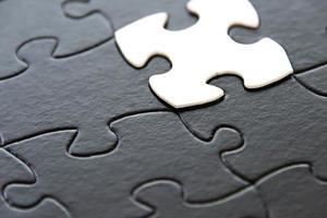 pezzi del puzzle in bianco e nero