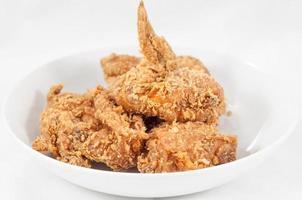 pollo fritto su un piatto foto