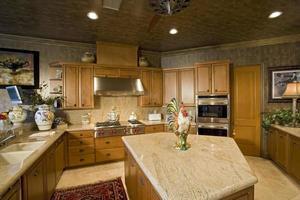 vista dell'interno della cucina foto