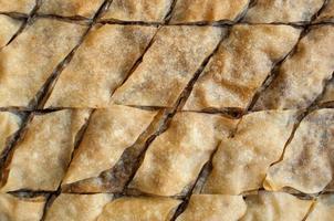 baklava, dessert turco a base di pasta sottile, noci e miele. foto