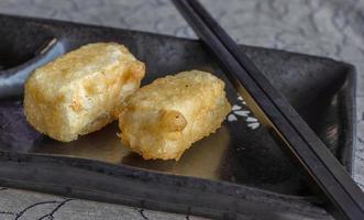 tofu giapponese fritto in tempura foto