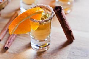 tequila con arancia e cannella foto