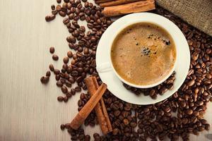 tazza di caffè con fagioli