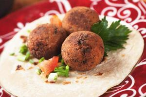 falafel, cibo classico mediorientale foto
