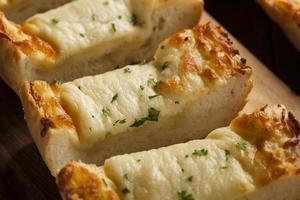 formaggio tostato e pane all'aglio foto