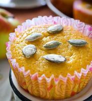 muffin con mele e semi di zucca foto
