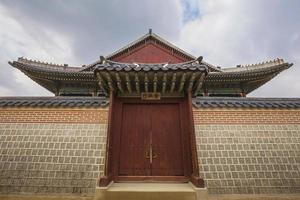Gyeonghoeru Royal Banquet Hall, palazzo Gyeongbokgung, a sud foto