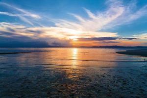 tramonto mare tropicale