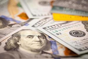 dollari e carta di credito foto