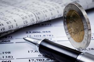 relazione finanziaria con monete foto
