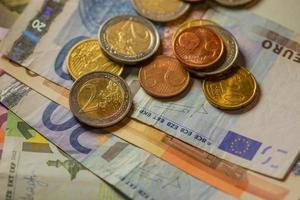 monete in euro e banconote.