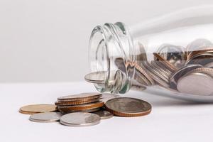 soldi nella bottiglia di vetro foto