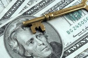 chiave e denaro - successo aziendale foto
