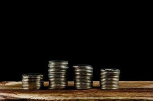 pile di monete d'argento foto